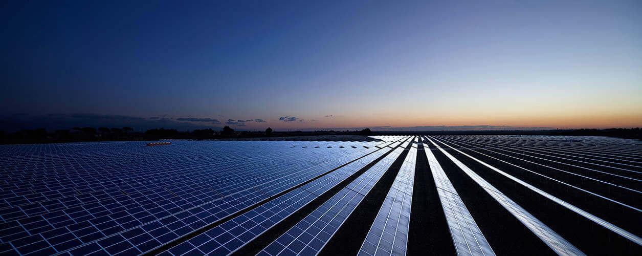 500kW-os naperőmű a naplementében