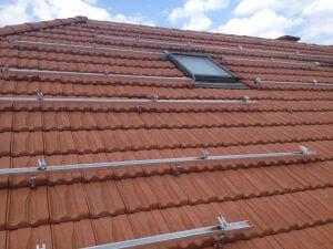 Cserép ferde tetőre telepített napelem rendszer, napelem telepítés