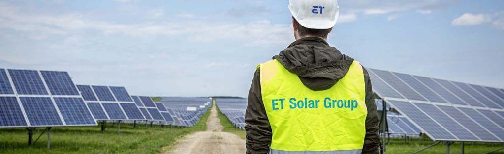 ET Solar napelem gyártó reklám.