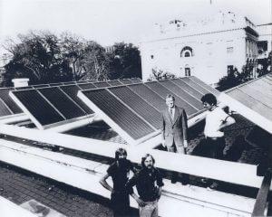 Fotovoltaikus napelemek a fehér házon