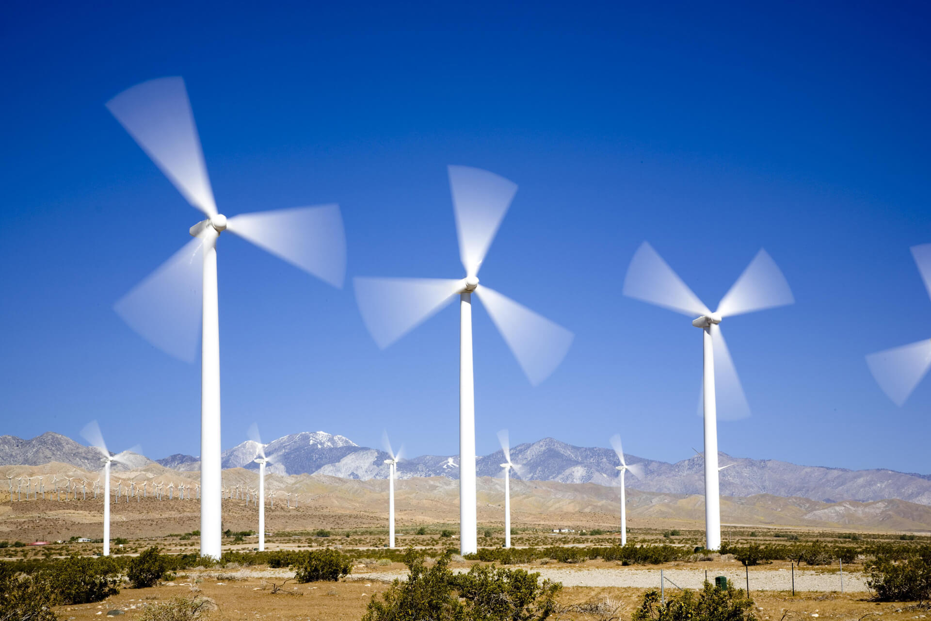 Legnépszerűbb megújuló energiaforrások mint a napelem, napkollektor, szélturbina