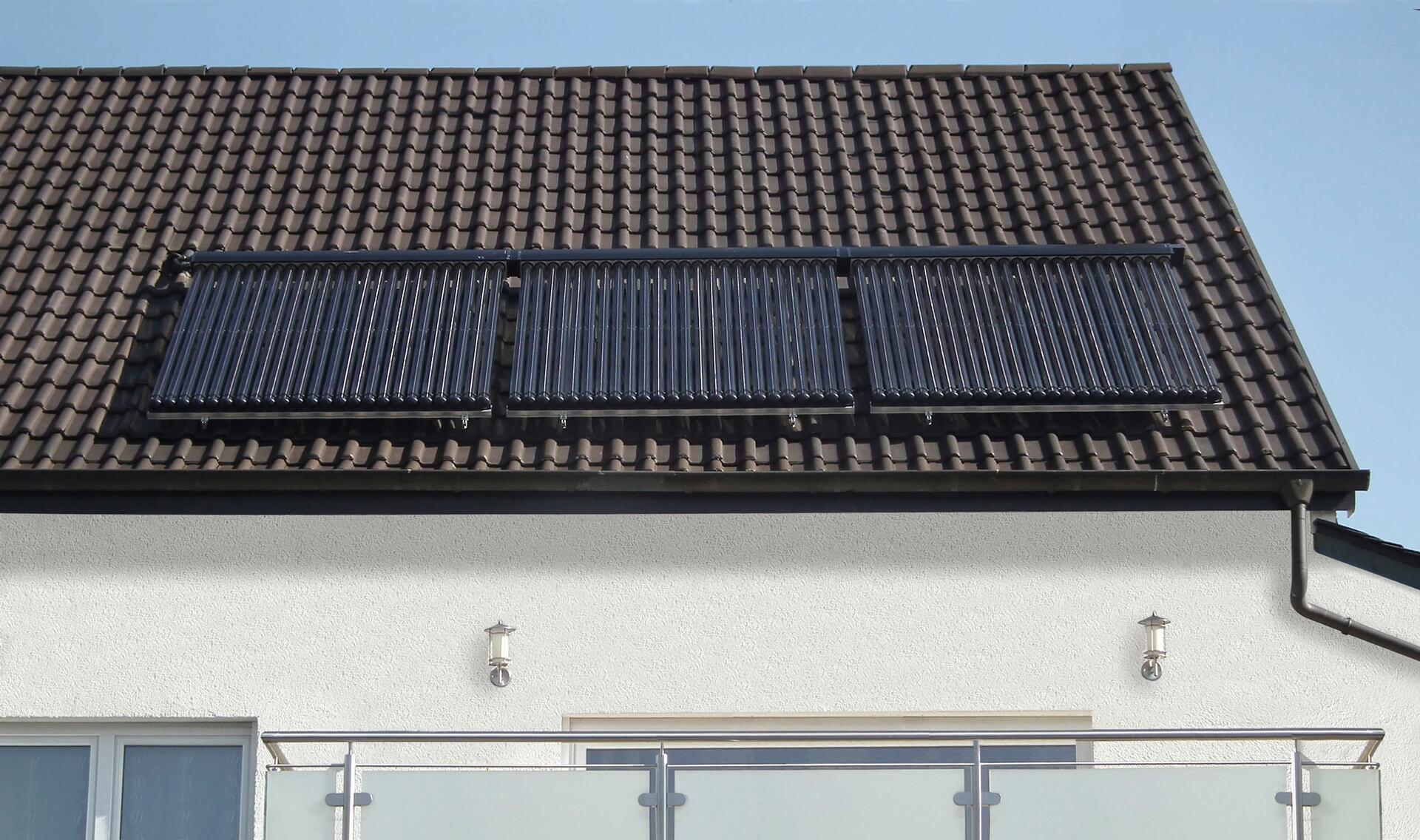 Meleg víz előállítása napelem megújuló energiával, medencefűtés napkollektorral