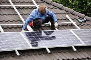 Hagyományos napelem rendszer vagy napelemes cserép?