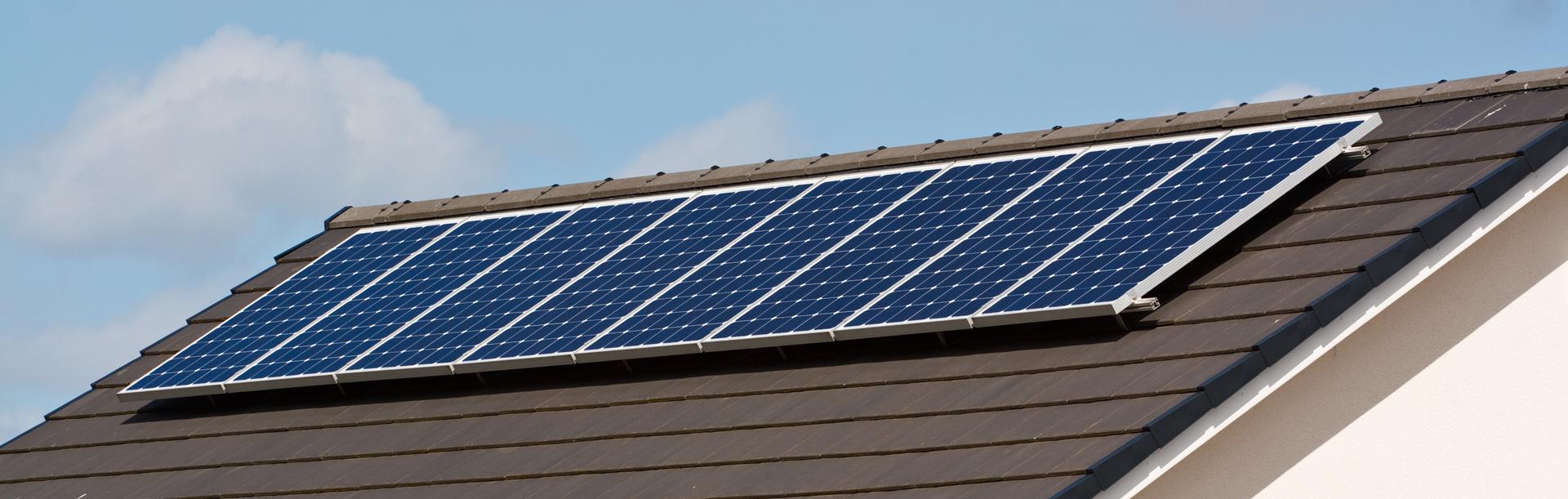 Napelem működése, a napelem rendszer telepítése és napelem tájolás.