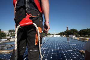 A napelemek tetőszerkezetre történő telepítése