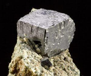 A perovszkit kristály a perovszkit napelem anyaga.