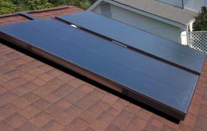 Két sík kollektoros napkollektor panel.